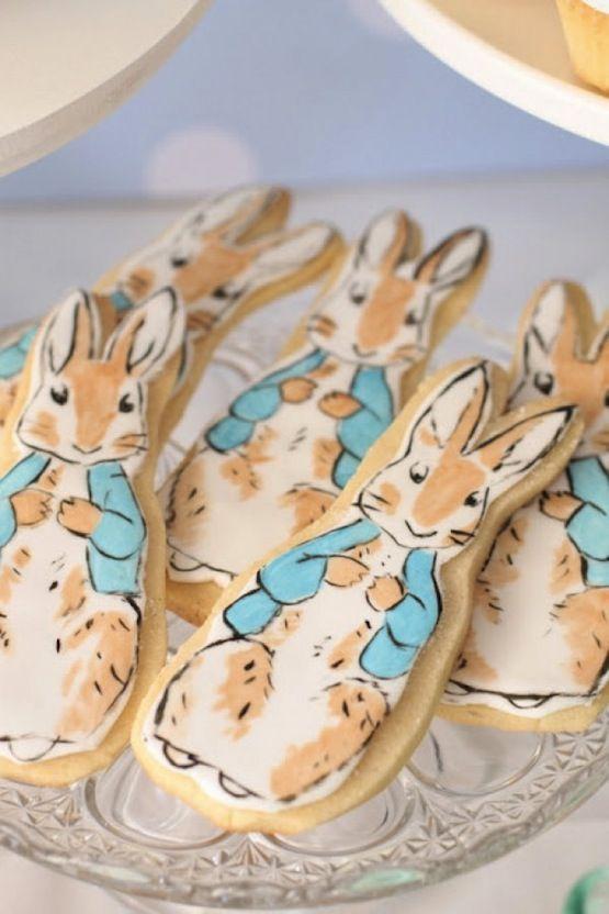 La tenerezza infinita di questi Beatrix Potter cookies, dei macaron, delle cupcake e delle torte dedicate al suo mondo incantato: una gallery... da favola!