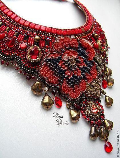 Купить или заказать Красный цветок в интернет-магазине на Ярмарке Мастеров. Яркое крупное колье с кристаллами Сваровски, полностью вышивка. Обхват 35-45см.…