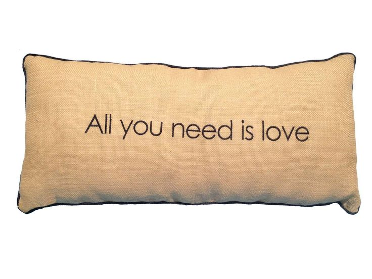 Almohadon Arpillera All you need is love 70x30