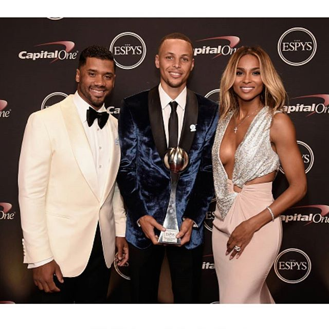 The Wilsons, Ciara & Russell Wilson  present Steph Curry with the Best Record Breaking Performance Award at the #Espys! #espyawards  #stephcurry #ciaraandrussell #ciara #cici #russellwilson