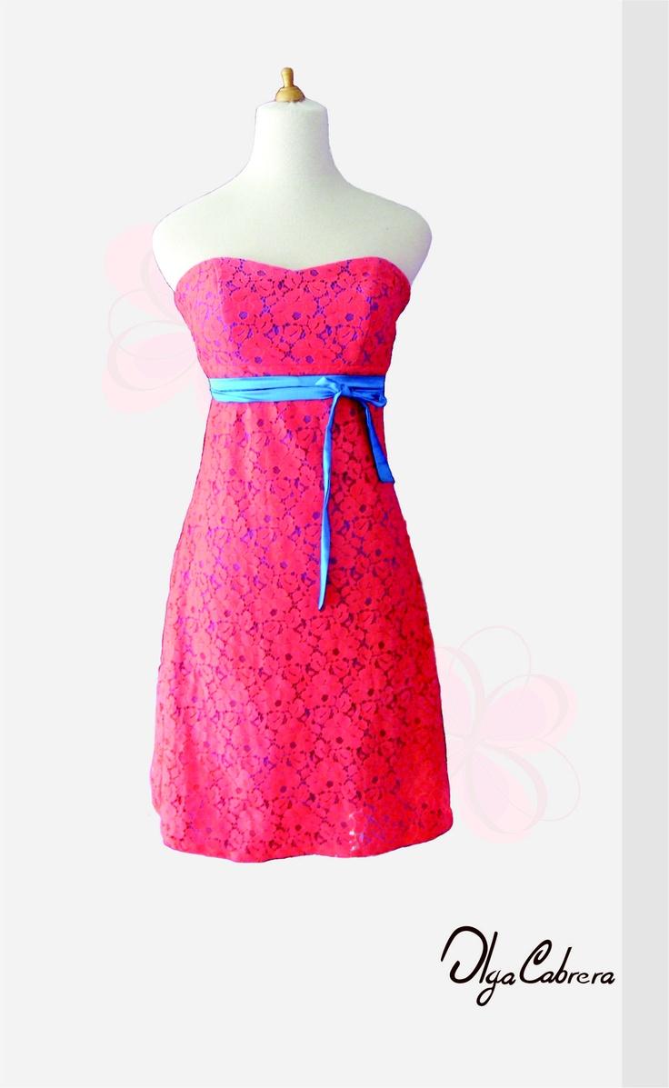 Articulo: Vestido strapless elaborado en blonda forrado en satin.  Articulo: Cinturón elaborado en satín.