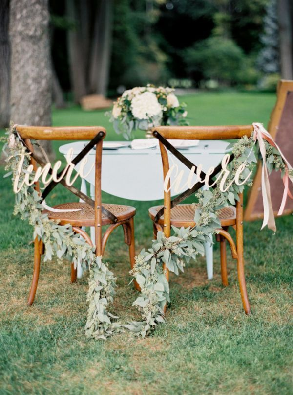 "Featuring the Italian verbs for ""to have"" and ""to hold,"" these lightweight, precision-cut sweetheart chair signs are available in a wide array of colors to complement any wedding palette. The wording is also customizable."