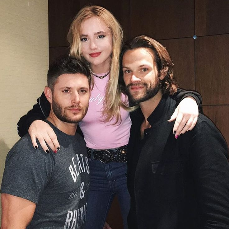 Kathryn Newton with Jensen and Jared (❤ʚ❤) // @kathrynlnewton: dying of laughter #asylum16 @jensenackles @jaredpadalecki u can see how difficult it was to take this pic on my (extremely long and obnoxious) snapchat: #kathrynnewton || Jensen Ackles || Jared Padalecki