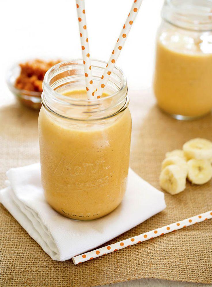 Refrescantes e cremosos, os smoothies são um ótimo jeito de começar o dia de uma forma saudável. Com uma textura que lembra o milk-shake, a bebida pode ser feita com frutas, legumes, verduras, iogurte natural ou desnatado, leites, cereais matinais e gelo.