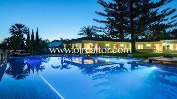 #Vivienda #Malaga Chalet Adosado en venta en #Marbella #FelizMiercoles - Chalet Adosado en venta por 3.500.000€ , 8 habitaciones, 498 m², 9 baños, exterior, con piscina, garaje 1 plaza/s, calefacción aire acondicionado