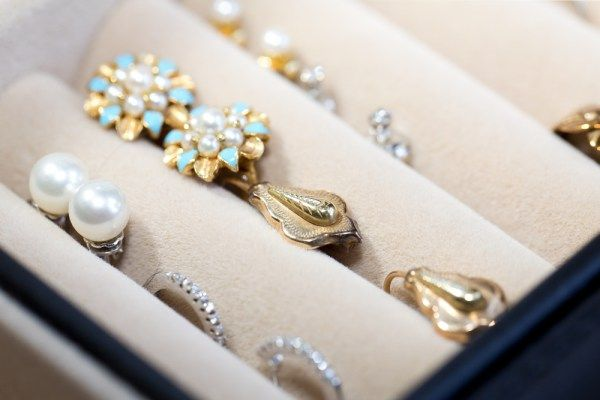 Boost Your Jewelry Brand Awareness Through Social Media Tools