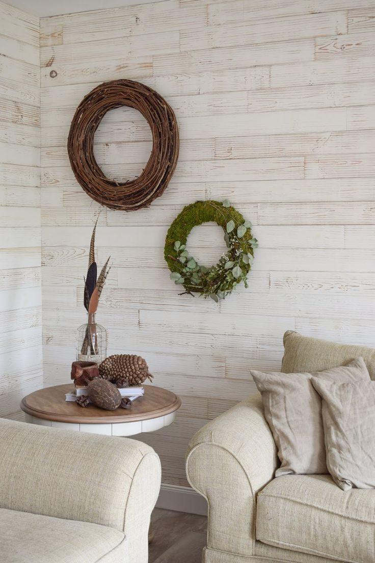 deko fur das wohnzimmer und die wand mit kranzen aus naturmaterialien wanddeko naturlich wohnen dekorieren dekoidee haus naturliche dekoration wanddekoration metall schwarz ideen