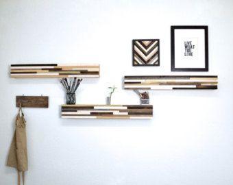 Madera de la pared arte - reciclado arte escultura de madera  Arte de madera reciclada  UTILICE EL CÓDIGO DE CUPÓN:  ************ SAVENOW ************  PARA SACAR UN 15% ADICIONAL  Hecho a la medida: Nuevo diseño de Goteo. Arte de la pared hermosa hecha de pedazos individualmente cortados y manchados de restos de madera reciclado. Las piezas principales son mayormente de aliso que es teñido en nogal oscuro y la luz son sobre todo pedazos de la madera de arce. La madera para esta pieza fue…