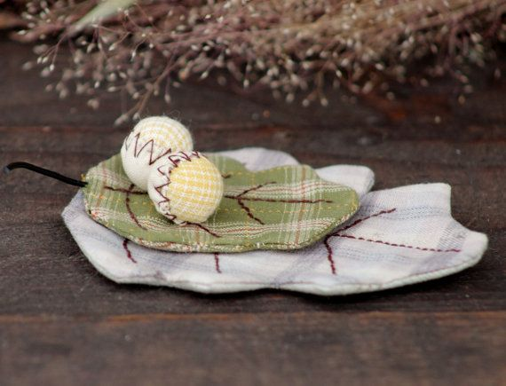 Oak Leaf Brooch, Acorn Branch Brooch, Textile Beige Green Brooch, Fabric Leaf Brooch, Boho chic Pin Brooch, Vintage Textile jewelry Brooch  ................................... #etsy