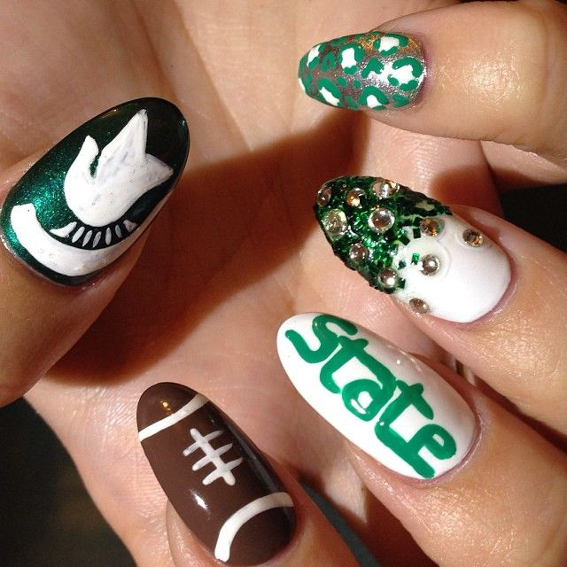 "204 Likes, 5 Comments - Laureli M. (@nailsbyleelee) on Instagram: ""Go green Go white💚 @alanah_d #nails #nailart #spartans #state #football #cheetah #looseglitter…"""