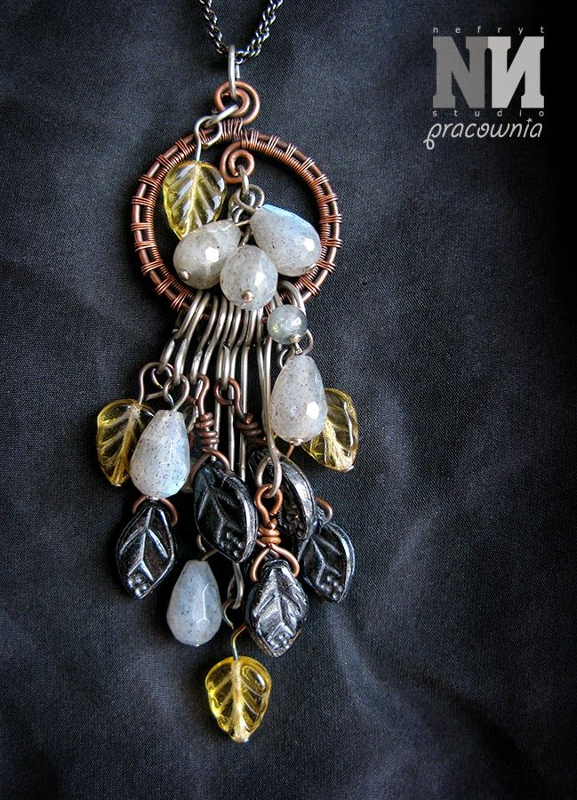 Pendant made with copper, steel, czech glass beads and labradorite.