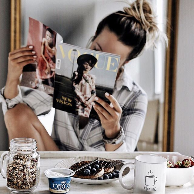 Starting Mondays by taking a little time to read some of my favourite stuff over breakfast at home with @Oikos_Canada. #escapemoment #foodie #onthetable #MomentDEvasion