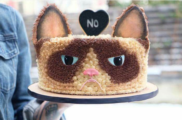 Grumpy Cat Birthday Cake! I want this!