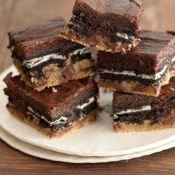 "i had the most amazing cookie/brownie combo today called the ""slutty brownie"". if you love cookies, oreos, and brownies then why not have it all in one bite...yummy!: Cookies Dough, Cookies Brownies, Chocolates Chips, Brownies Recipes, Oreo Brownies, Slutti Brownies, Tasti Recipes, Chocolates Brownies, Oreo Cookies"