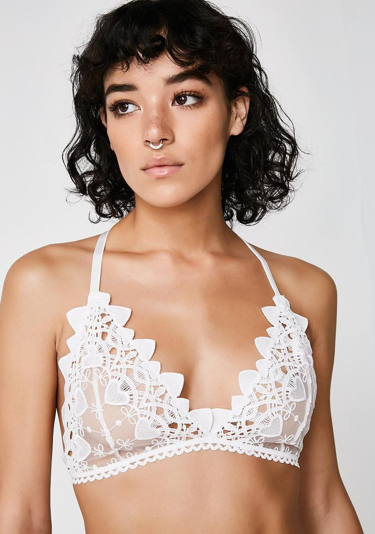 Next to Nothing Snow Drop Venetian Lace Flowers Bra will give ya all the luv goddess vibes. Make it sweet with this Y-strap sheer bra that has scalloped hems cuz you're fancy af.
