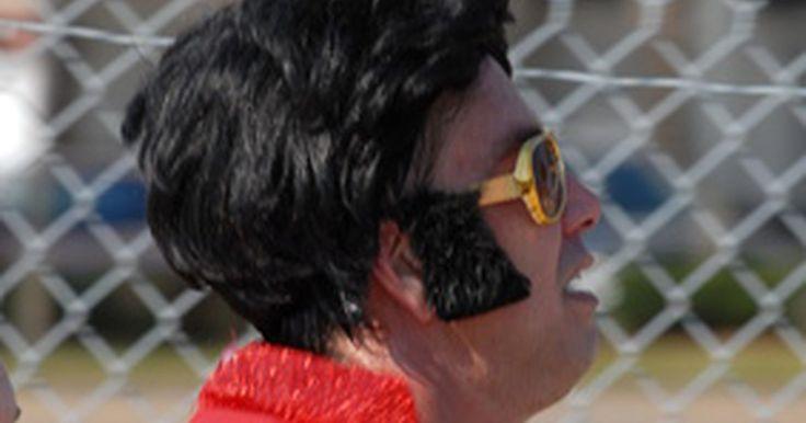 Como fazer uma fantasia de Elvis. As fantasias de Elvis são uma ideia popular para qualquer momento. Se você estiver indo para uma festa fantasiado, vestindo os filhos como celebridades famosas ou se divertindo como um personificador de celebridade, a fantasia do Elvis será uma boa escolha. Ele usava uma grande variedade de trajes como o macacão branco com lantejoulas, um traje ...