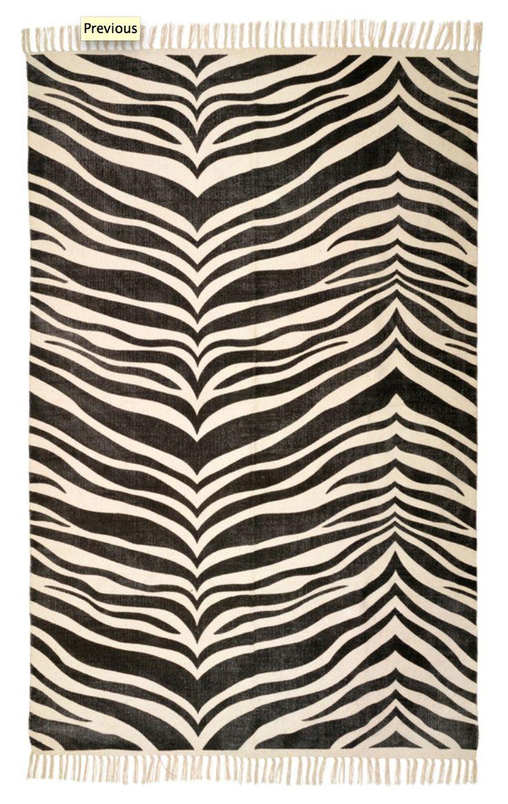 Matta i fantastiskt stentvättat tryck. Bomullsmatta Zebra är vävd i 100% bomull med stentvättat tryck i zebramönster. Mattan trycks och stentvättas för hand i Indien.   Mått: 130x200 cm   Alla Classic Collections mattor är handgjorda av professionella indiska vävare, detta gör att alla mattor är helt unika och vissa små avvikelser i mönster, färg och storlek kan förekomma. Dessa avvikelser är det som gör Classic Collections produkter så personliga och unika. Varje producerad Classic…