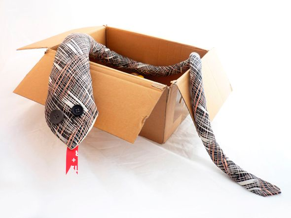 Gioco per bambini realizzato con il riciclo delle cravatte   Fabric snake made with upcycling men's ties • #tie #ties #DIY #recycle