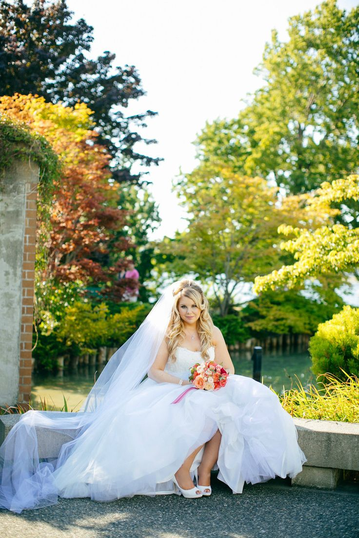 Bride in Japanese Gardens Inn at Laurel Point - Victoria BC Photography: Stephanie Koo Photography