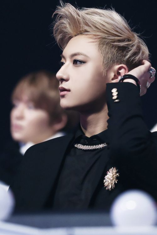|EXO| Tao (Huang Zitao). He's such a diva but he looks like such a model!