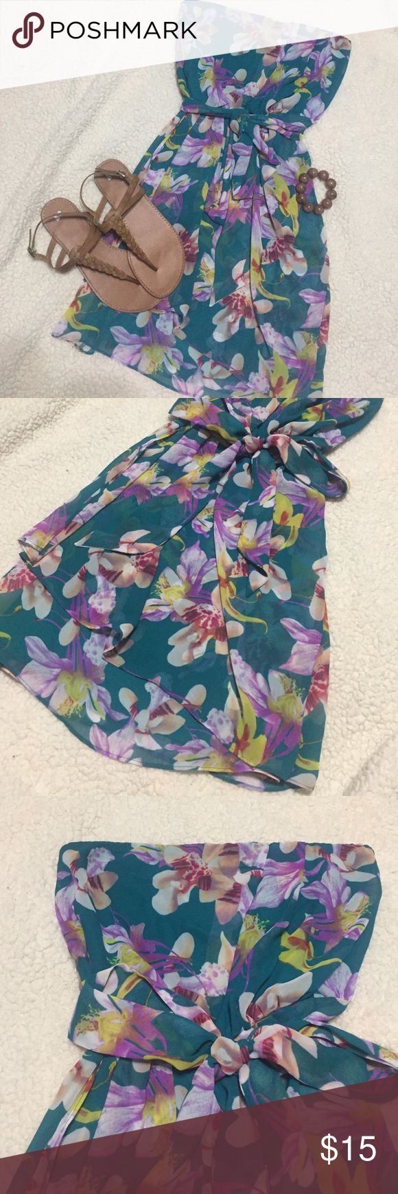 Express florar dress 👗 Dress is super cute. Has 3 very small snags in the front shown on last pic. I have worn it this way to work many times with no on even noticing until I point it out. Floral pattern helps conceal. Express Dresses Strapless