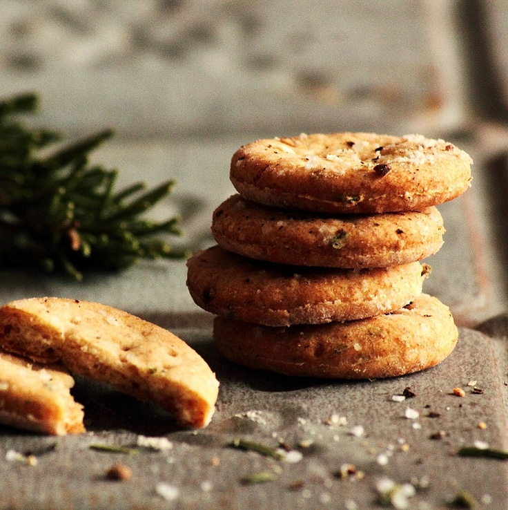 Rosemary Sea Salt Crackers - the barefoot contessa made a cracker like this...and i've been wanting to try my hand at it since i saw her make them.