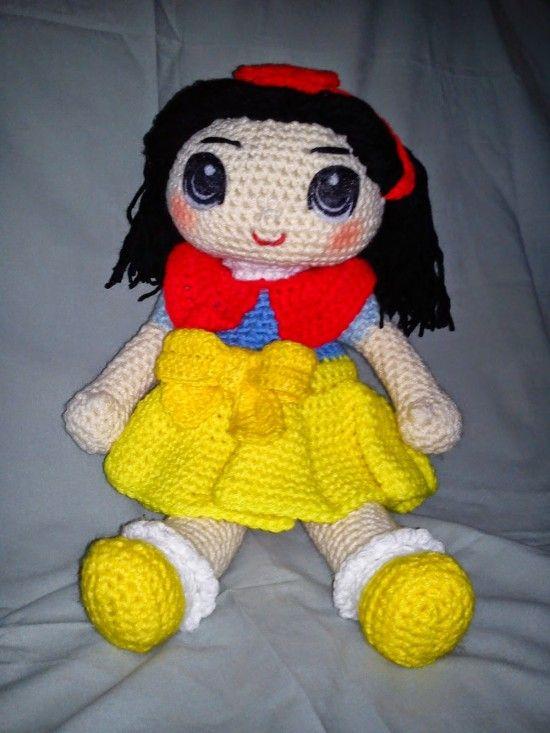 Snow White Free Crochet Pattern