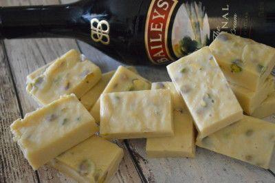 Witte fudge met Baileys en pistache noten