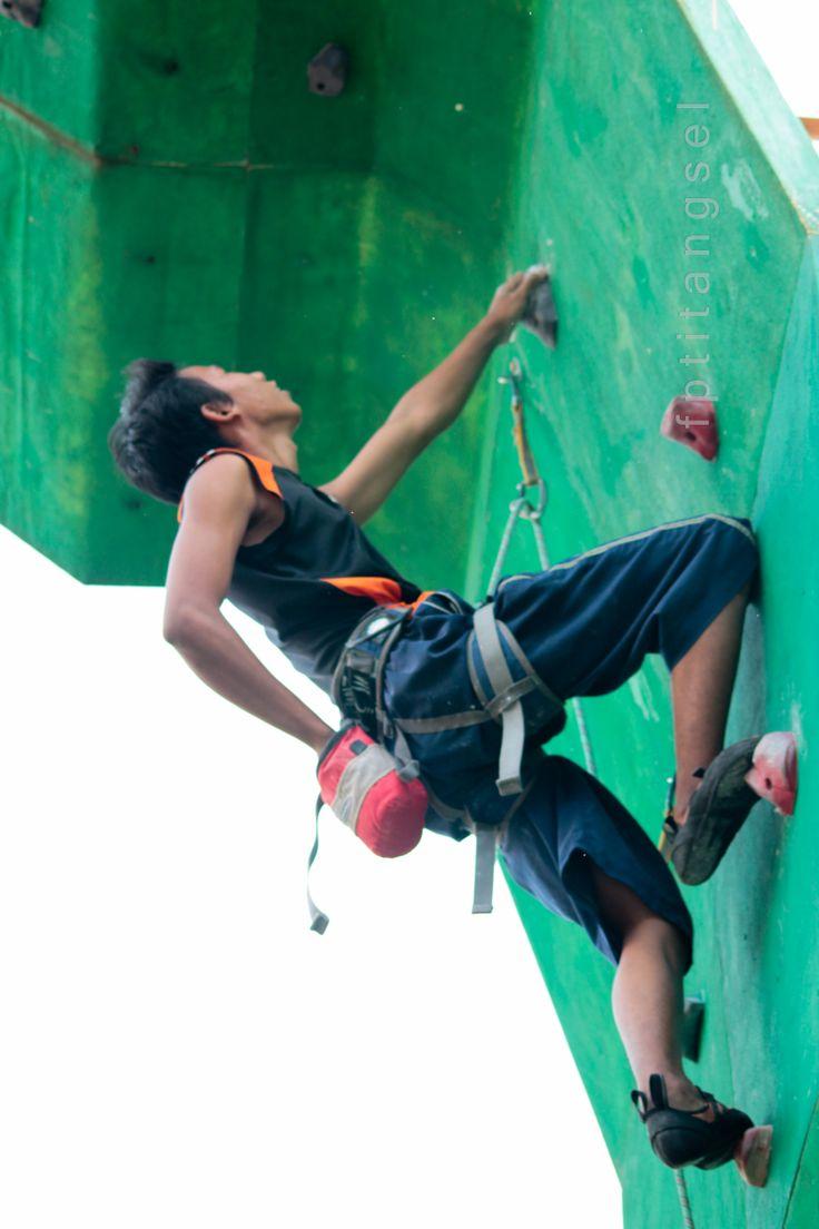 Olahraga panjat tebing, generasi muda penuh prestasi klik http://fpti-tangsel.blogspot.com