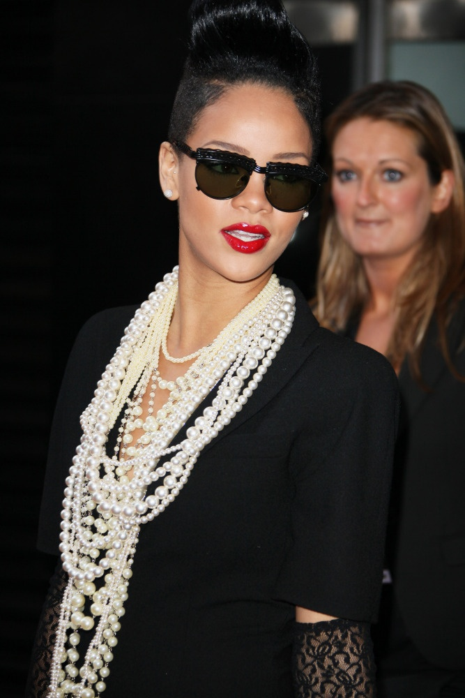 Rihanna, 2009 #rihanna #pearls #jewelry #styleicons Bathing in pearls and still edgy as hell