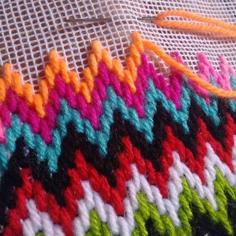 Nas horas vagas sempre é bom praticar o que aprendeu...  #bomdia #tapeçaria #tapete #talagarça #lã #artesanato #feitoamao #mollet #cores