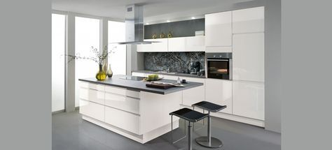 Cocina Avior Blanco Alto Brillo http://www.thesingularkitchen.com/cocinas-premium/cocina-diseno-blanco-sin-tirador-478.html#.U_dPh7x_tzo