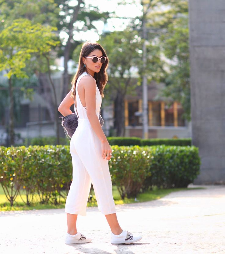 Casual Look! White cropped jumpsuit with sneakers!