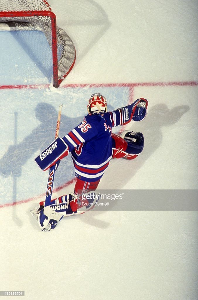 goalie-mike-richter-of-the-new-york-rangers-looks-to-make-the-save-picture-id482863794 (676×1024)