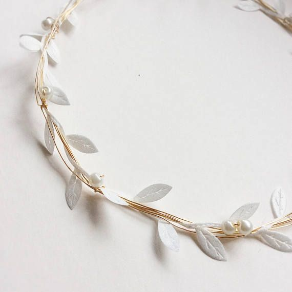 This beautiful ivory winter leaf crown, with golden wire, ivory leaves and ivory glass beads, makes a great flower girl crown or a young bridesmaid headpiece. If you are looking for something dainty and romantic for your flowergirl or bridesmaids without breaking the bank, this is