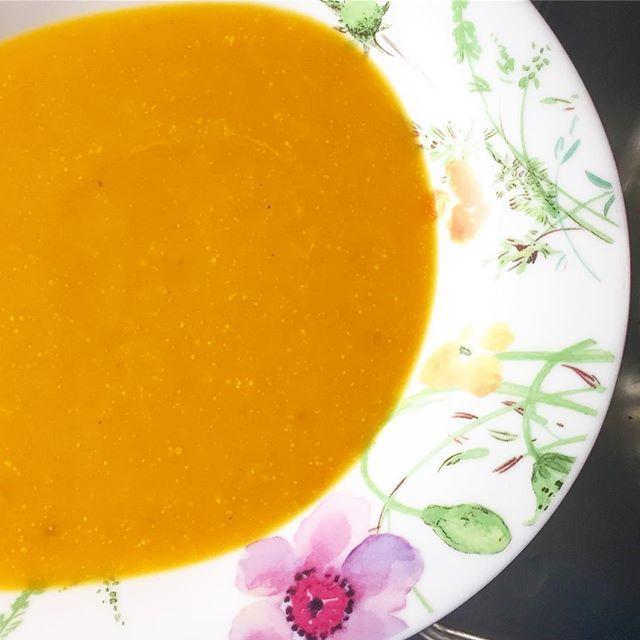 А теперь обед 😋 Тыквенно-морковный супчик с кокосовыми сливками 🍲. И чеснок-таки, вприкуску - встреч на сегодня не запланировано 😁. #веган #веганство #вегетарианство #plantbasedlife #plantbaseddiet #plantbased #eatcleanfood #cleaneating #veganfoodporn #veganfood #vegetarianfood #veganeats #veganism #vegetarian #зож #vegan #веганеда #веганскиерецепты #веганизм #pumpkinsoup #soup #vegan #суп #тыквенныйсуп #diaryfree #glutenfree #комфортнаяеда  Yummery - best recipes. Follow Us…