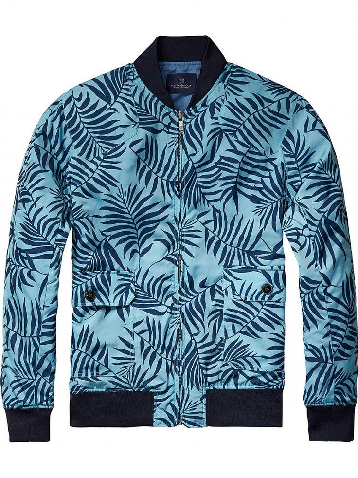 SCOTCH &SODA Мужские куртки и плащи в интернет-магазине JS Casual Мужская куртка и плащ – незаменимые элементы в межсезонье. Качественный плащ не только защитит своего обладателя от ветра и непогоды, но и подчеркнет его индивидуальный стиль. В тренде сегодня помимо классических моделей, плащи оверсайз, двухслойные и двусторонние куртки, а также кейпы – просторные плащи с широкими рукавами. Мужское пальто можно комбинировать практически с любой вещью.