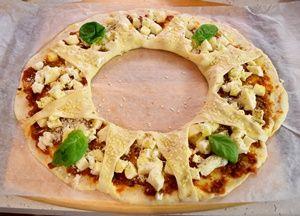 Corona di pizza integrale, semplice e squisito antipasto, molto semplice da realizzare. Un'ottima e golosa idea, per stupire i vostri ospiti con semplicità!