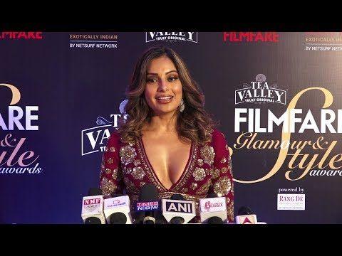 Bipasha Basu in hot dress at Filmfare Glamour & Style Awards