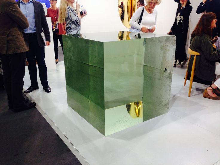 Faszinierendes Spiel mit Transparenz, Spiegelung und Lichtbrechung von Chinas bekanntester Künstler Ai Weiwei : «Crystal Cube»,