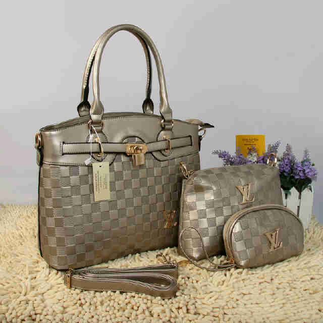 Tas Louis Vuitton Farisha  - Kode : 20150AH - Merk : LOUIS VUITTON - Qualty : Semi Premium - Bahan : Kulit - Warna : Silver - Ukuran : 33x11x27 - Berat. : 1kg/pcs - Harga : Rp 330.000, - Kelengkapan : Dompet + Tali Panjang