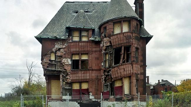 Modern Ruins of Abandoned Detroit (PHOTOS) - weather.com An abandoned home in Detroit. (Yves Marchand and Romain Meffre)