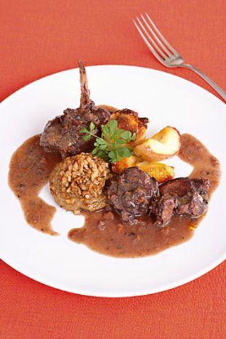 Civet di coniglio al vino rosso e spezie Il civet è una cottura in umido, preparazione classica della cucina italiana e francese.