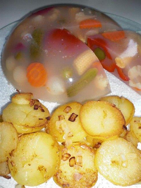 Gemüsesülze und Bratkartoffeln
