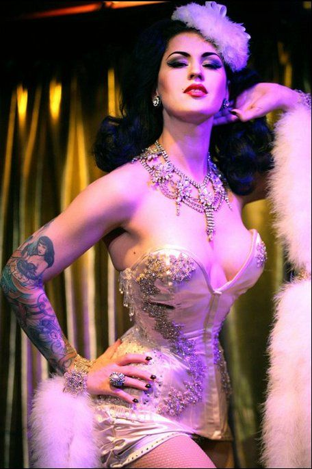 Love Lou Lou D'Vil! She was featured in the May/June '11 issue of Pin Up America Magazine!