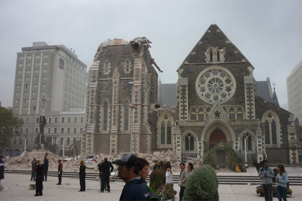 http://keithwoodford.files.wordpress.com/2011/02/cathedral-damage.jpg