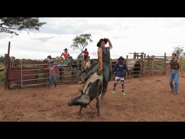Rodeio no Taquari - Claraval MG      Video 1