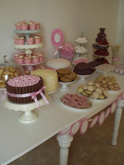 Yummi dessert table    PINK PASTRY -