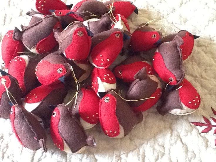 Tubby little felt robins for Christmas deco