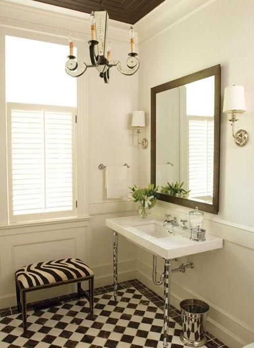 Small bathroom decorating ideas the well decorated - Nicely decorated bathrooms ...
